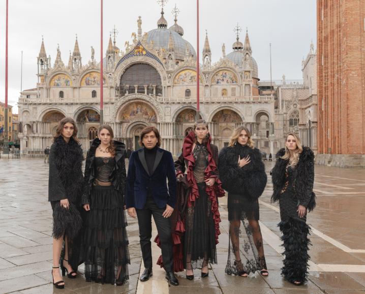 Venezia: Lo stilista Anton Giulio Grande presenta la sua  nuova collezione di Alta Moda digital